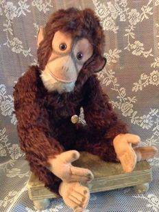 Beautiful antique Hermann monkey with a squeaker in his belly, Germany