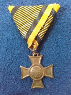 Mobilization cross 1912/1913 of the Habsburg troops, Austria K & K time, monarchy Franz Joseph, in gold, the original ribbon (black/yellow), donated, 09.06.1913, rare original