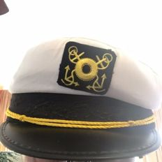 Curious boat captain hat, signed by the actors Gavin MacLeod and Bernie Kopell of the television series Love Boat