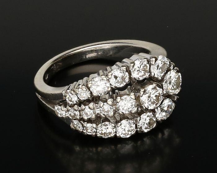 14 kt - White gold ring set with 5 single cut diamonds and 14 brilliant cut diamonds of 1.06 ct in total - Ring size: 15.25 mm