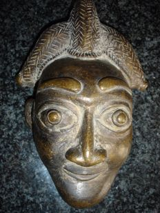 Magnificent little mask - BAMILEKE - Cameroon