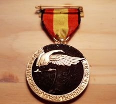 """Scarce Spanish Campaign Medal, Only Granted in the Spanish Civil War, """"on the National Side"""" Granted for High Valour in Battle or Leadership of Troops, Never for Political Reasons. Equivalent to the German iron cross of 1 class."""