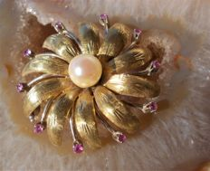 18ct yellow gold and ruby flower vintage brooch,  mid 20th century