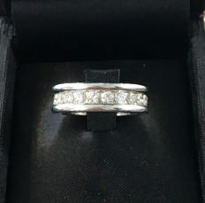 Infinity engagement ring of 18 kt white gold, 9.7 g and brilliant cut diamonds of 0.09 ct. each, total diamond weight 1.98 ct