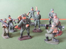 Rare mixed lot of German 3rd Reich, 9 hand-painted tin figures, WWII tin soldiers, officers & artillery
