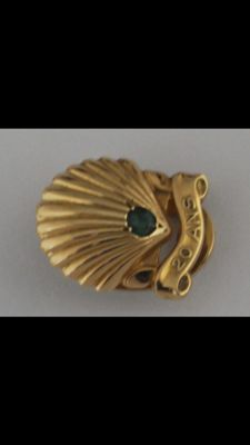 "Cartier Clip ""20"" years, 18 kt gold set with an emerald."
