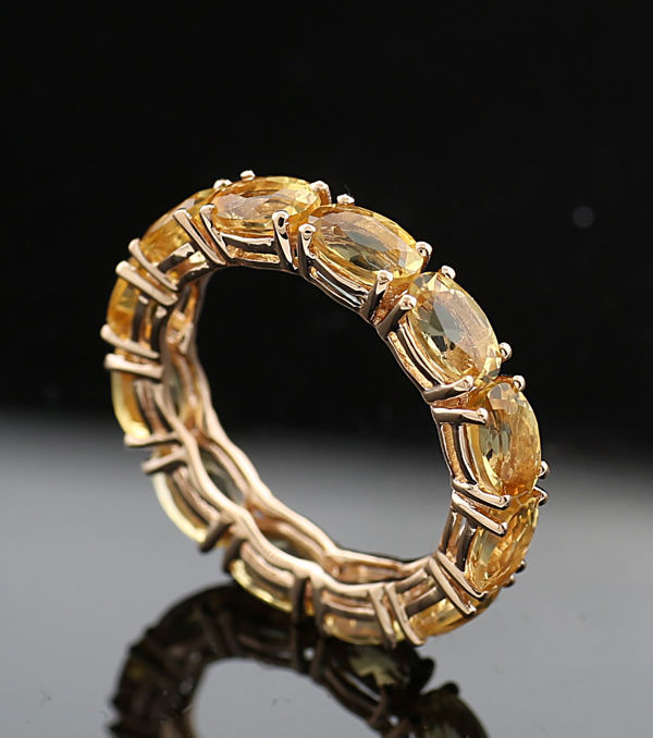 Eternity ring with citrine, totalling 5.5 ct in 750/18 kt yellow gold, new