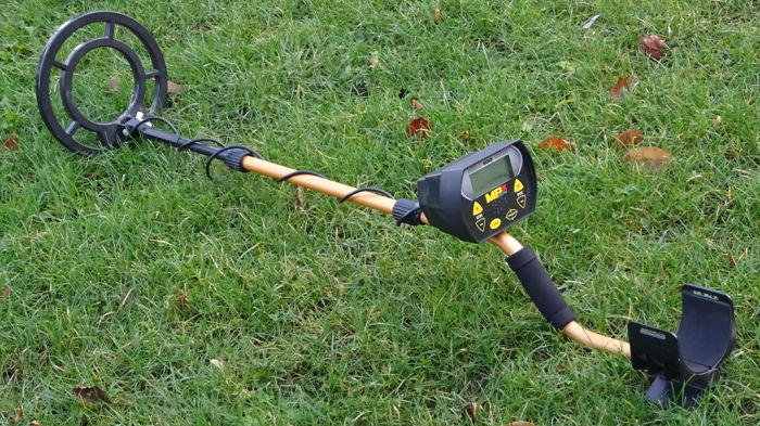 Metal detector MPX Goldhunter digital, with an open waterproof search coil