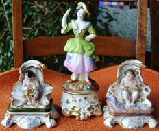 3 old PARIS porcelain including 2 signed JACOB PETIT and 1 LOUIS-Philippe 1800-1850