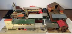 Faller/Pola H0 - Station, goods sheds, fountain, signal box, factory, stalls, shop and houses