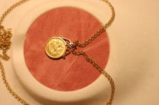Half Sovereign [1914] 22ct in Hallmarked 9 Carat [375] Mount and Necklace - 73cm or 28 1/2 Inches Long - Total Weight 15g