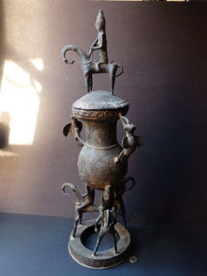 "Enormous African bronze pot with royal ""Chevalier"" horseriders - SAO / SOKOTO - Chad"