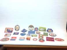 Collection of hotel labels and coasters - 26 pieces including old KLM items (label + coaster) and many Amsterdam items