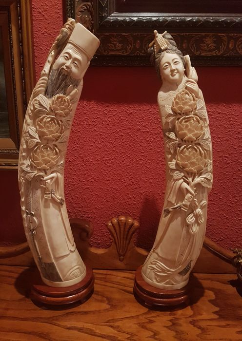 Two majestic sculpted ivory statues of immortals, He Xiangu y Li Tieguai?. Height 47 cm, weight 3600 g - China - ca. 1900