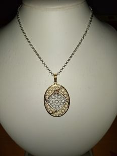 18 kt gold necklace with yellow and white gold medallion pendant