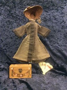 Old French fashion doll dress 19 cm, with old hat, fan and box
