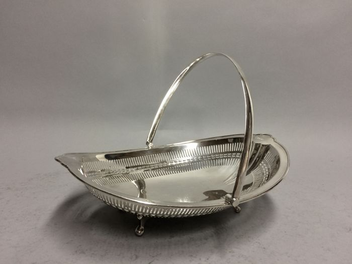 Silver handle dish with open work decor - Hammond Creake & Co - Sheffield - 1925