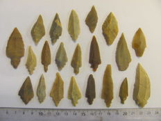 Mesolithic flint arrowheads - 32/54 mm (21)