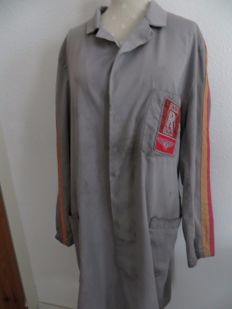 vintage Rolls-Royce/Bentley workshopcoat from the time that the brands were together