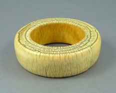 Old Gujarat ivory bracelet - India - late 19th C.