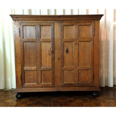 Flemish 2-door panel cabinet in 17th century style, probably around 1740