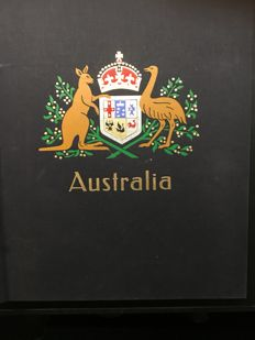 Australia - Batch in Album, 1 stockbook and on many pages