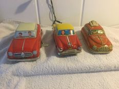T & W, Western Germany / Nomura and others, Japan - Length 16-20 cm - Lot with 3 tin cars with clockwork / friction motor, 1950s / 80s