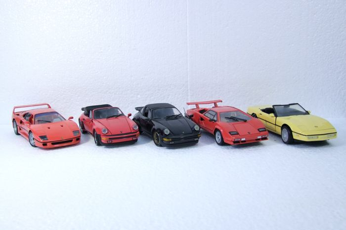 Franklin Mint - Scale 1/24 - Lot with 5 models: 2 x Porsche 911 - Red and Black, Corvette, Lamborghini and Ferrari F40