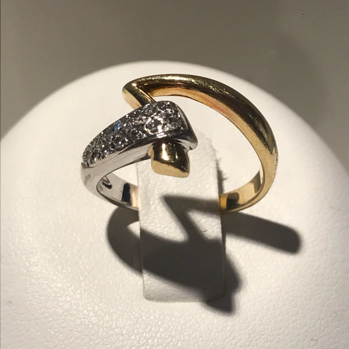 14 kt white and yellow gold ring with 13 brilliant cut diamonds, size: 16.5/52