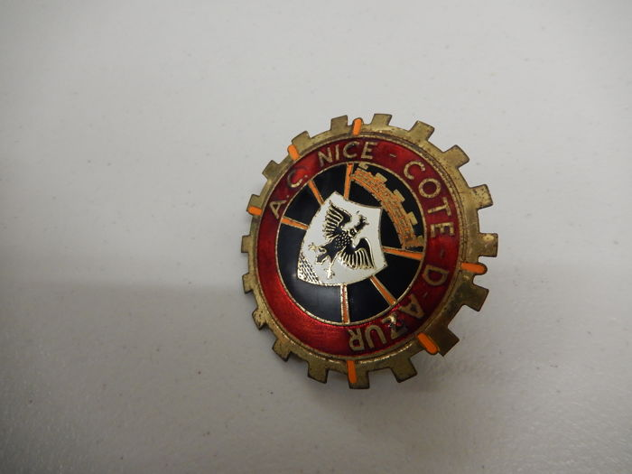 beautiful vintage brass automobile club nice cote d 39 azur car badge auto emblem with fixings for. Black Bedroom Furniture Sets. Home Design Ideas