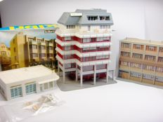 "Kibri/Pola - 8222 - Lot of 4 ""modern urban"" buildings,1 of which is new and unbuilt."