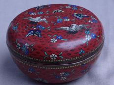 A charming cloisonne box - Japan - Late 19th century
