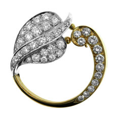 Lovely 1.50ct Diamond  'Apple' Brooch in Perfect Condition.