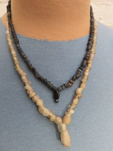 Roman Empire - necklaces with transparent and black iridescent glass beads - 49 cm - 41 cm ( 2 )