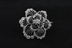 Fantastic 1940's Flower-Design Diamond Brooch set on 18k/750 White Gold with 59 Diamonds Total +/-4.00CT  - Size 36mm x 36mm x 11mm