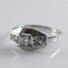 18 kt white gold with platinum French Art Deco ring with 0.17 ct diamond in total