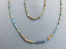 Egyptian Kingdom - necklace and bracelet with faience beads - Late Period, 664-332 BC - lengths 50 cm and 17 cm