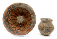 Pair of Indus Valley Painted Terracotta - Cup and Pillar - 60x59mm (cup) 115x35mm (plate) - (2)