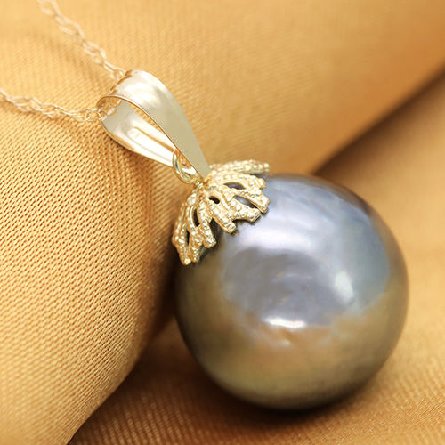 14K Gold Pendant set with 13.8 x 14.9 mm Genuine Tahitian Black Pearl  (No reserve Price)