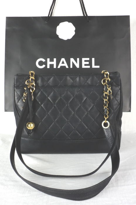 385c8bedb137 Chanel - Diamond Quilted Lambskin with CC Logo Ball Charm Shoulder bag -  Vintage