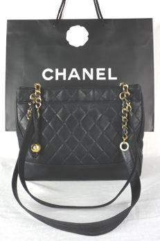 Chanel - Diamond Quilted Lambskin with CC Logo Ball Charm Schoudertas - VIntage