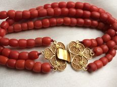 Stunning Antique Bracelet, Three Strands, 100% Natural Precious coral with a very beautiful gold clasp.
