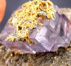 Nice purple fluorite crystal with calcite on muscovite - 7,5x7x4,5 cm - 155 gm