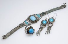 Silver set of bracelet, earrings and ring with turquoises and enamel