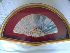 Hand fan made of silk and painted by hand and with bone rods laced with mother of pearl inlaid. 19th Century