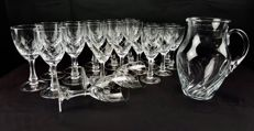 Set of 23 pieces, glasses and carafe, in cut and chiselled crystal with wave pattern