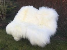 Pair of fine off-white, long-haired sheepskins - Ovidae sp. - 130 cm (2)