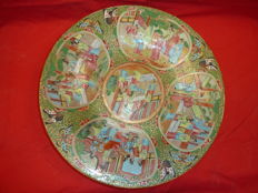 Large Canton platter, China, 19th century, Qing dynasty