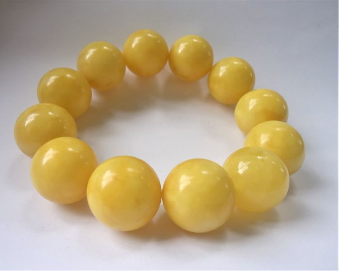 Big round Baltic amber bracelet