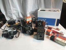 Large lot of 6 old cameras and photographic equipment from the 1940s to 1980s